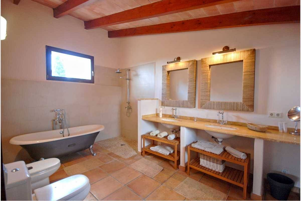 Bad en suite oben Finca Manacor
