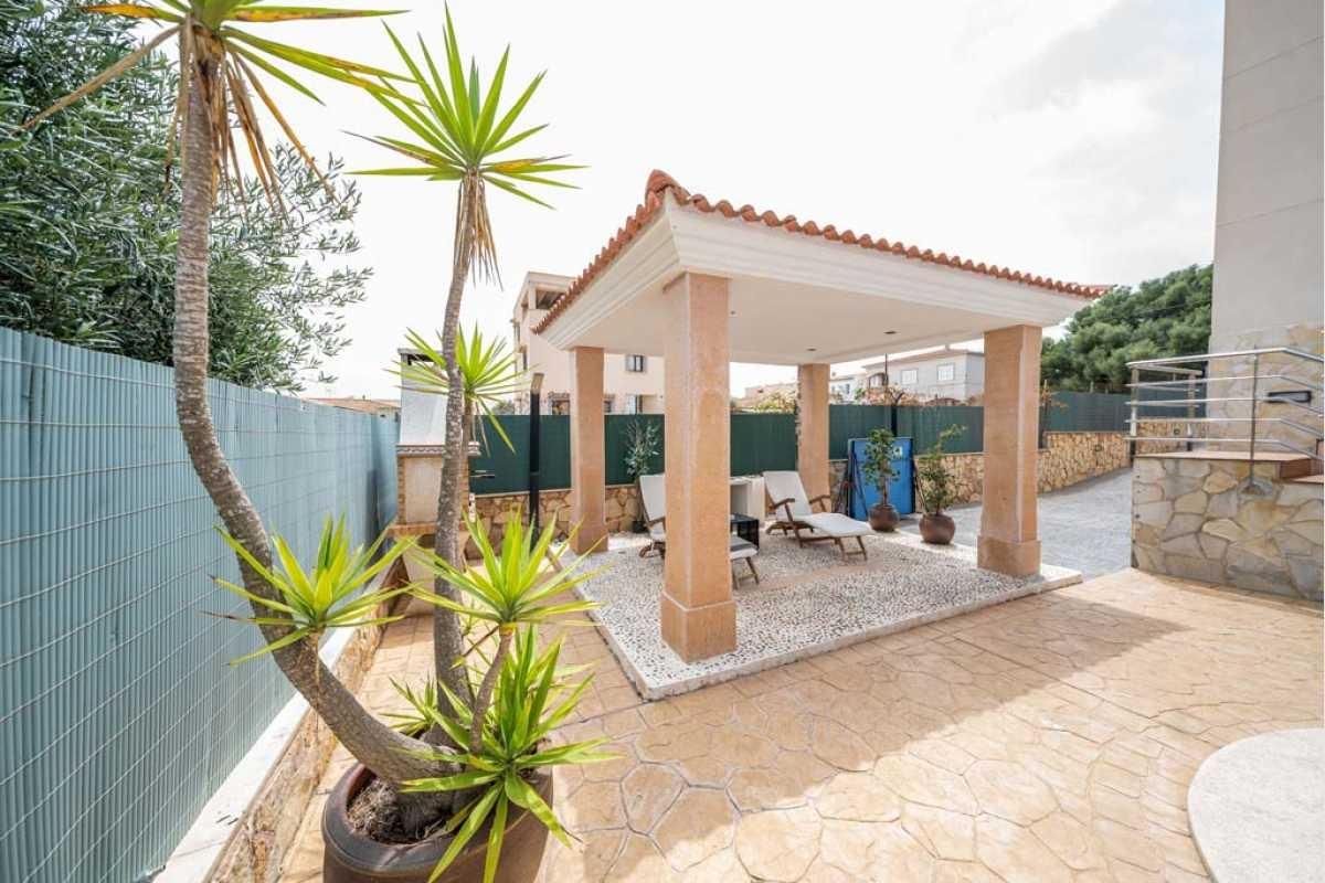Garten mit Terrasse im Haus Portocolom