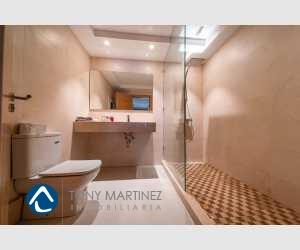 Badezeimmer mit Dusche im Haus Portocolom