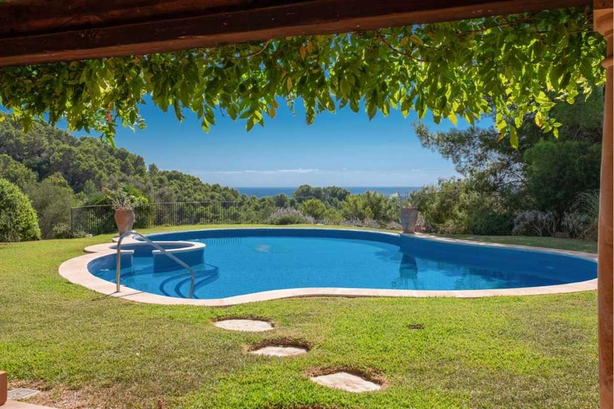 Grosser Pool mit Meerblick Mallorca