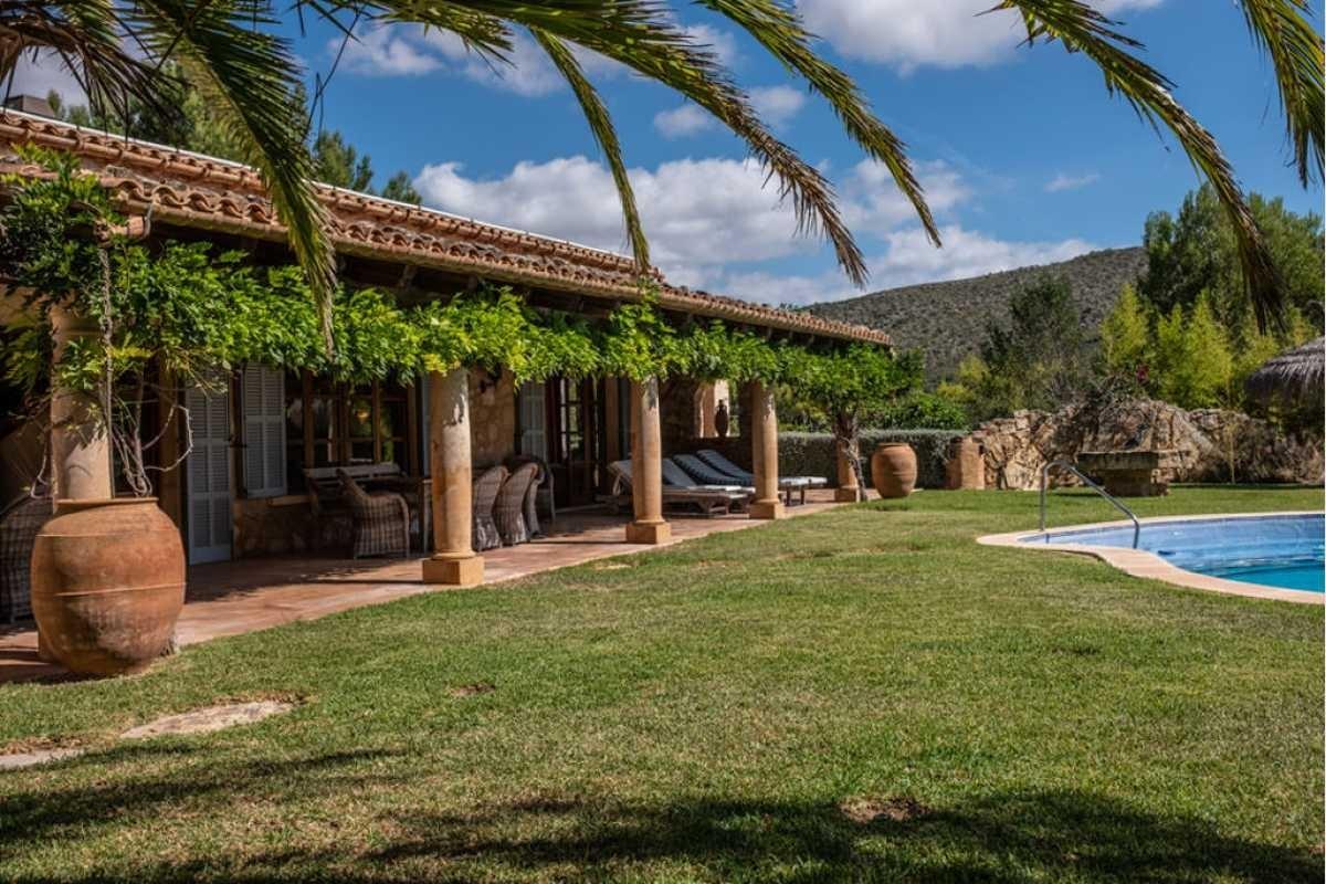 Überdachte Terrasse mit Garten Mallorca