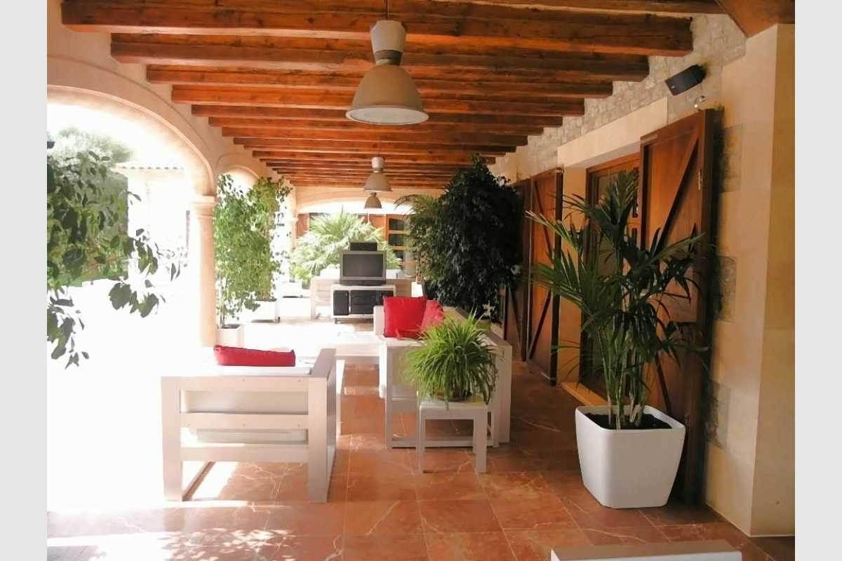 Schöne Terrasse mit Zugang zum Garten Finca Felanitx