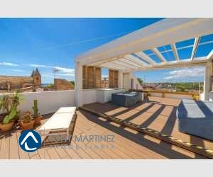 140357, Upper floor apartment with roof terrace and harbour view