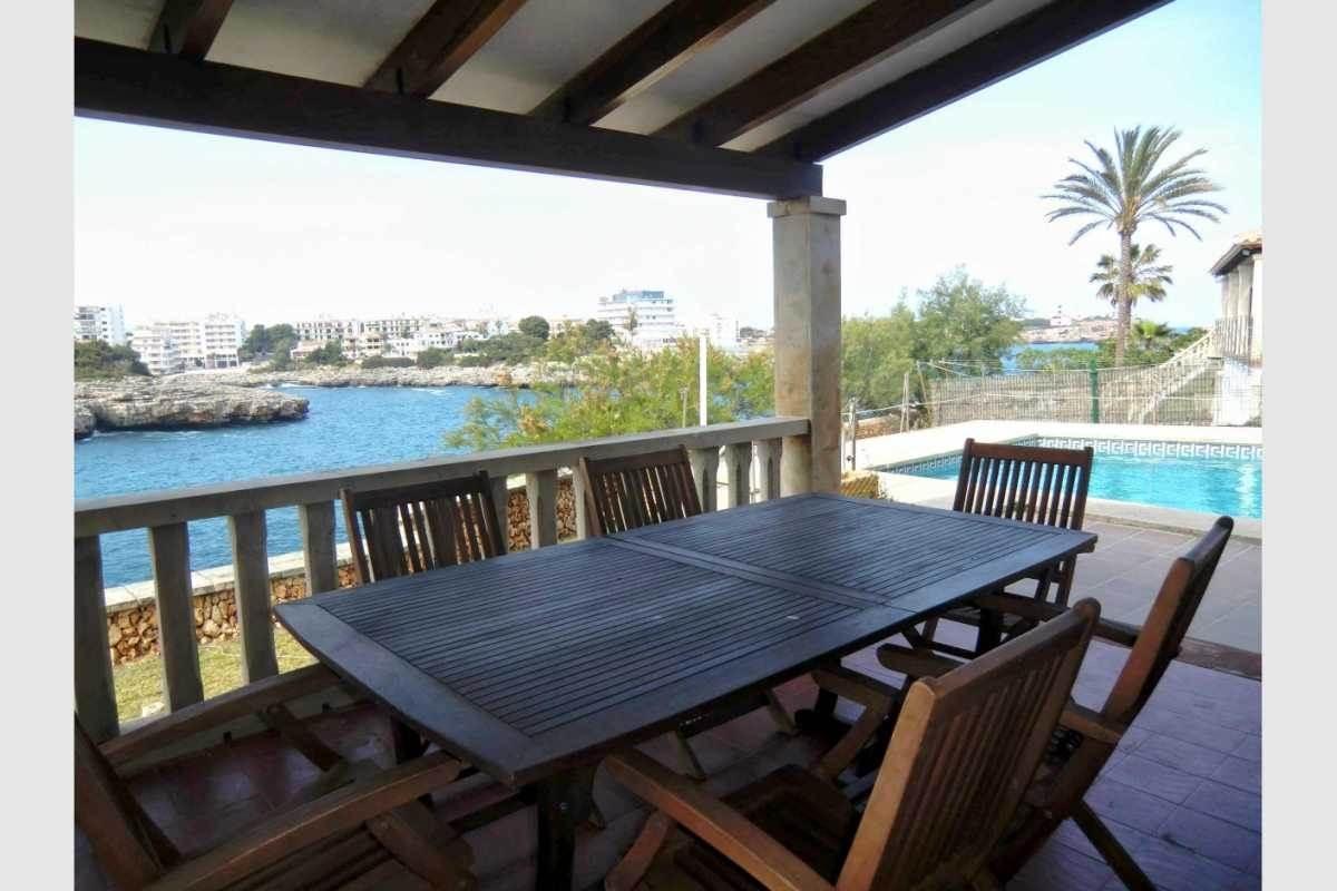 Haus erste Meereslinie mit Terrasse
