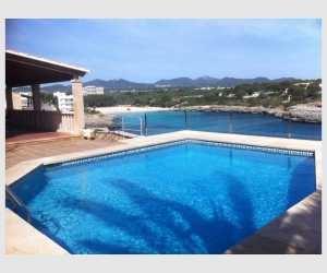 Haus mit Pool und Blick auf den Strand