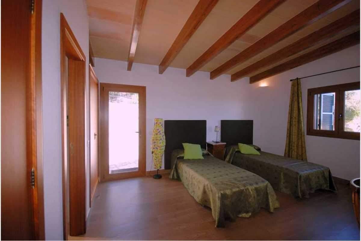 Schlafzimmer mit Einbauschrank Haus Shorta Mallorca