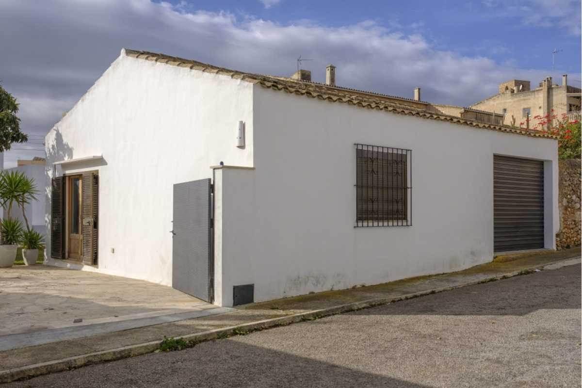 Hinterer Einfahrt mit Nebengebäude