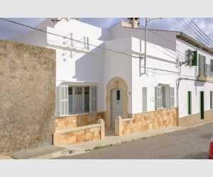 Stadthaus in Shorta mit Garten und Ausbaumöglichkeiten