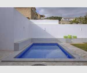 Pool im Garten vom Stadthaus Shorta