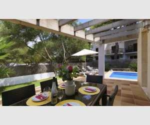 Offene Terrasse im Haus in Cala Ferrera