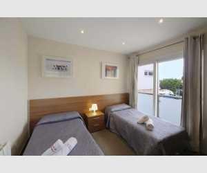 Doppelschlafzimmer mit Balkon im Südosten Mallorcas